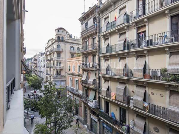 Mudanzas con grúa en Barcelona Poble Sec
